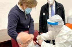 Vaccinazione ultraottantenni: aperte le adesioni online e attraverso call center
